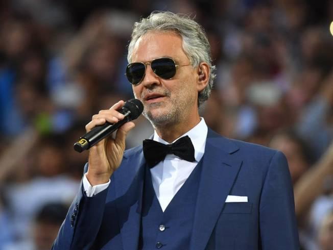 義大利著名盲人歌唱家波切利2016年5月28日在米蘭聖西羅球場的歐冠決賽上演唱主題曲「冠軍聯賽」,令球迷和樂迷印象深刻。(Getty Images)