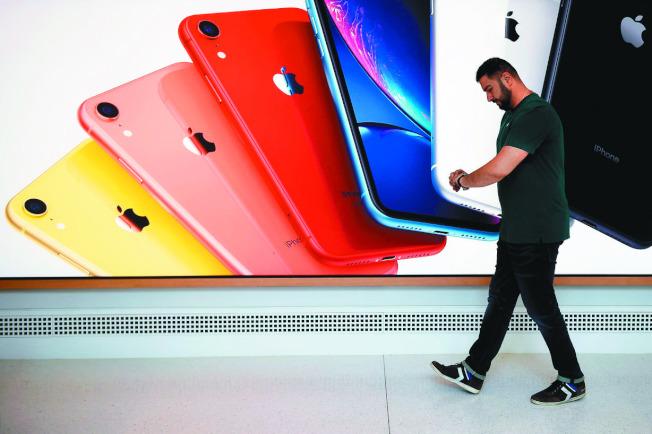 蘋果iPhone主要倚賴中國的生產線,美中關稅戰對蘋果手機的影響重大。(路透)