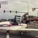 小飛機迫降大馬路 汽車駕駛嚇傻