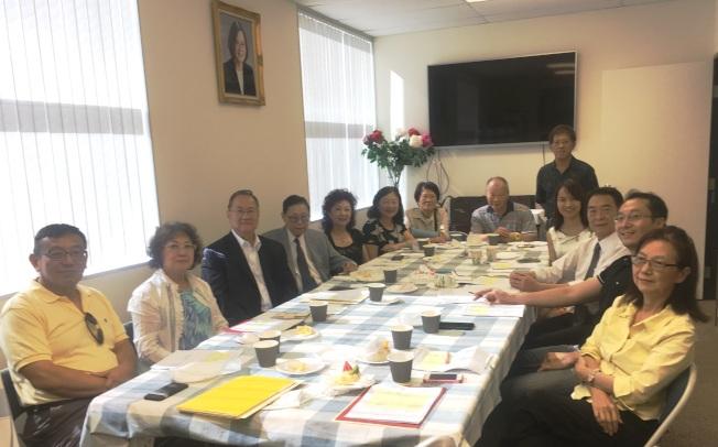 籌備委員會8月1日召開會議,逐一檢視行程及接待安排的細節。(橙僑中心提供)