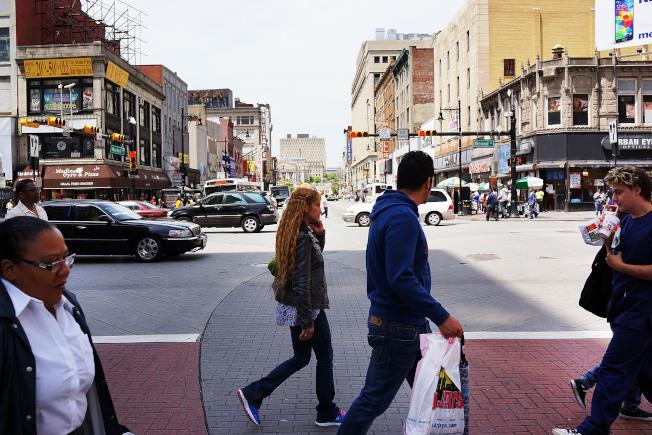 研究顯示,全美至少有40個城市面臨另一場房市危機,包括新澤西州紐瓦克。圖為該市街景。(Getty Images)