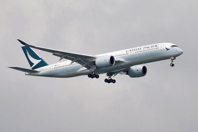國泰航空近期更新部分隱私政策,乘客在機艙內的影像都會被記錄下來。路透
