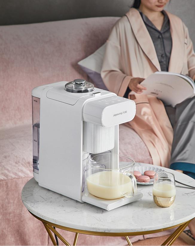 免清洗多功能破壁豆漿機讓新娘準備早餐輕鬆多了。(圖:九陽提供)