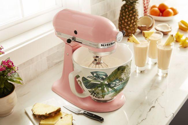 廚房家電具備一機多功能,可以準備料理所需食材,還能製作麵點的攪拌機,讓小家庭廚房節省空間。(圖 : KitchenAid提供)
