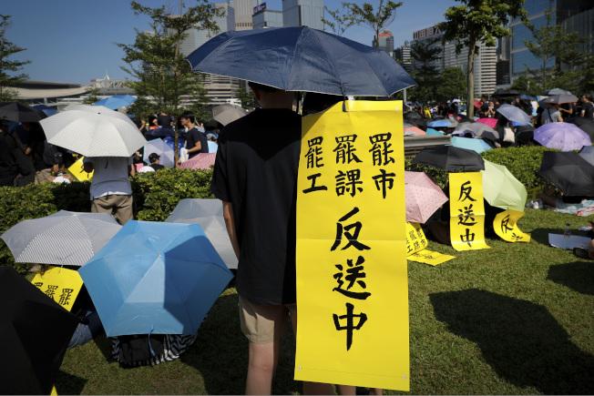 """香港反送中抗议持续延烧,民众5日展开""""三罢""""运动(罢工、罢课、罢市),提出五大诉求。(Getty Images)"""