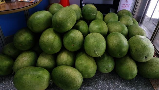大千醫院竹南診所腎臟內科醫生陳孟財說,鮮甜多汁的西瓜,對腎臟病人來說非常危險的行為。本報資料照片