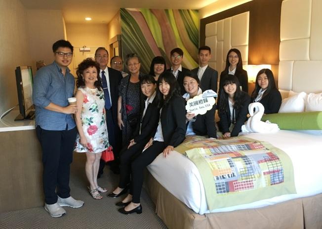 台灣青年海外搭僑計畫第一天參觀Indigo 及 Wyndham 酒店。(橙僑提供)