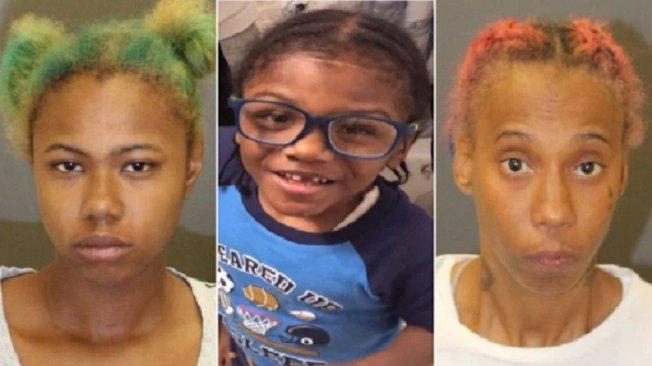 美國一名母親艾莉西亞(左)將自己4歲的兒子(中)嚴重燙傷後身亡,因怕惹禍上身,竟將兒子的屍體丟棄在垃圾箱。她和伴侶夏提卡(右)已遭到警方逮捕。取材自都市日報