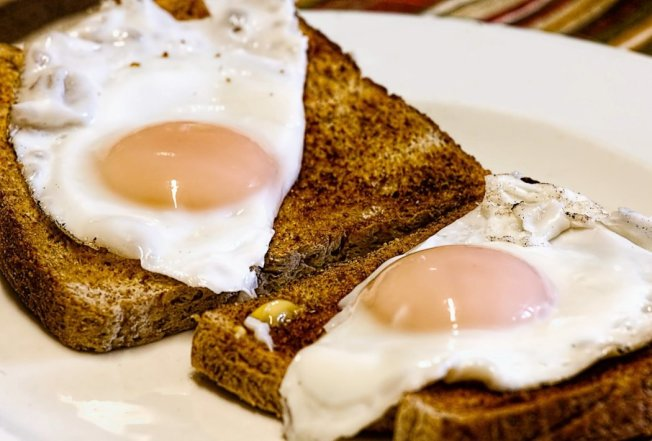 雞蛋的膽固醇含量高,一天只能吃1顆?落伍囉!圖/摘自 pexels