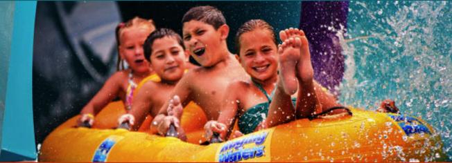 加州最大的水上樂園、大人小孩都愛的狂潮水上樂園(Raging Water)就在聖迪瑪斯市。(Raging Water網站)