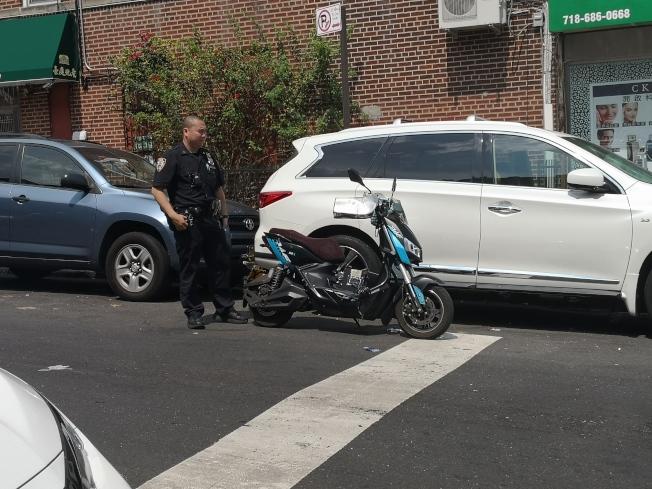 一名外賣郎騎電單車橫衝直撞遭到逮捕,電單車也被警方沒收。(記者黃伊奕/攝影)