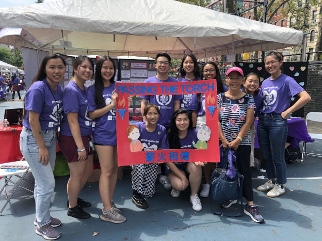 九名大學實習生參與今年的亞裔醫務人才培訓計畫。(記者張晨/攝影)
