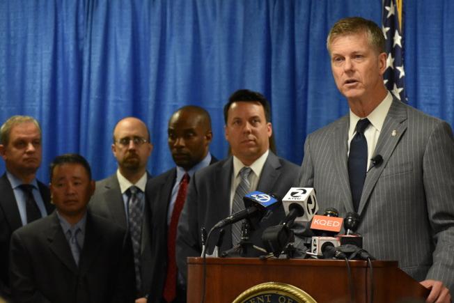 聯邦檢察長安德森(右一)領導的田德隆區行動,有十多個聯邦執法單位參加。(記者李秀蘭/攝影)