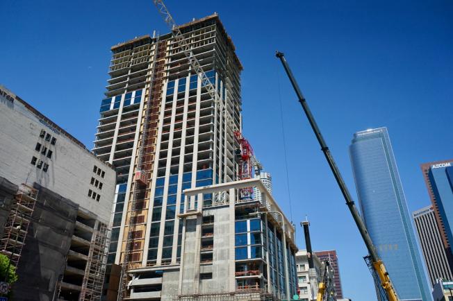 位於洛杉磯市中心的高檔住商兩用開發案Perla,將於2020年底竣工。(記者陳開/攝影)
