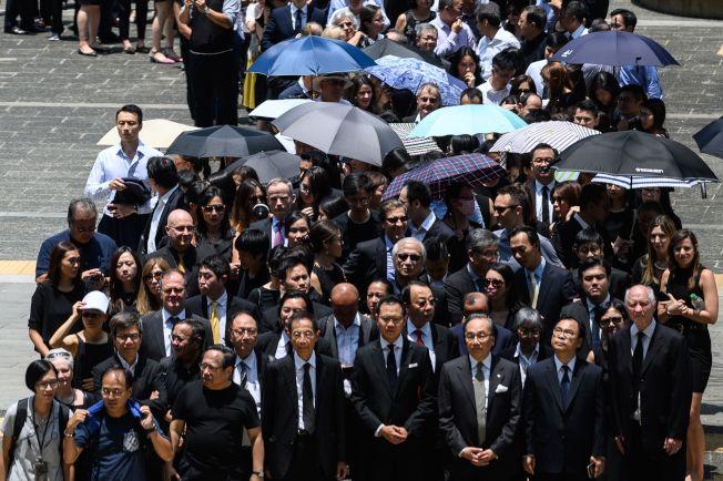 自反送中以來,香港法律界7日舉行第二次靜默遊行,反對港府律政司進行政治檢控,並要求成立獨立調查委員會。(Getty Images)