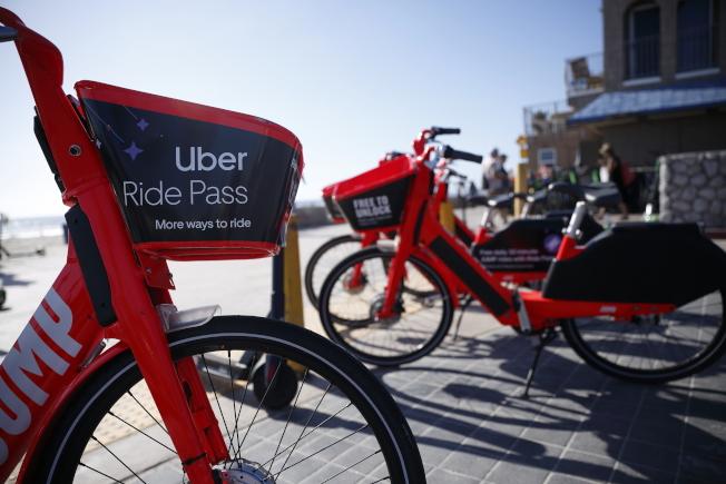 Uber也跟進Lyft調價,提前加速獲利。(美聯社)