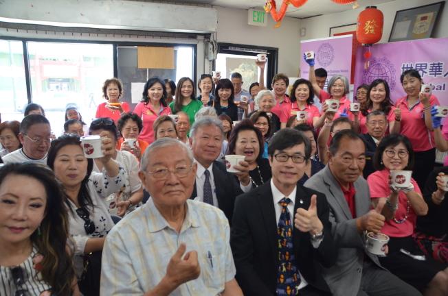 洛杉磯華僑文教服務中心與世界華人工商婦女企管協會南加分會8日在洛杉磯華僑文教中心華埠圖書館舉辦「仲夏寶島冰品文化講座」。(記者王全秀子/攝影)