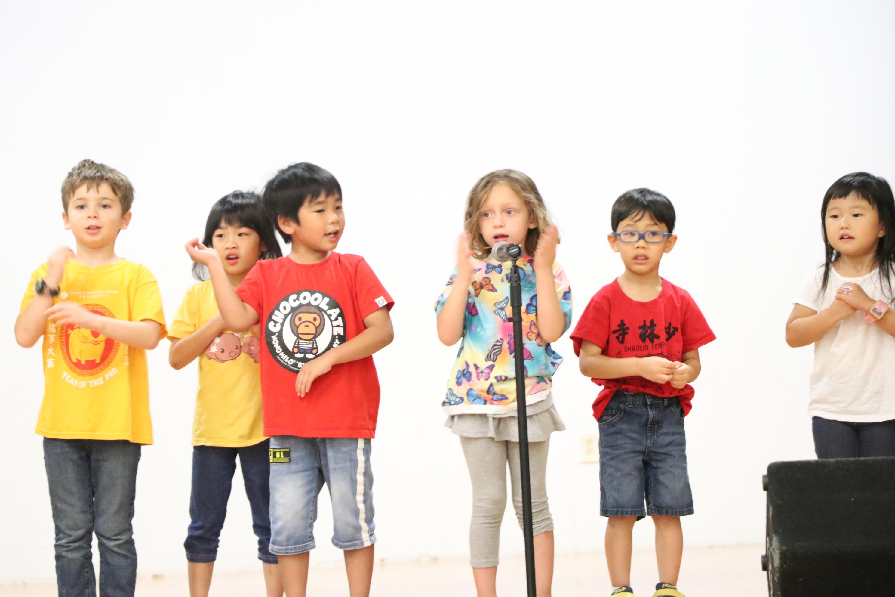 中華文化服務中心所屬的文心雙語幼兒園的小朋友,以可愛動人的聲音為大家帶來歡樂。