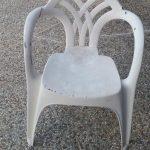 《老照片說故事》白色塑料椅