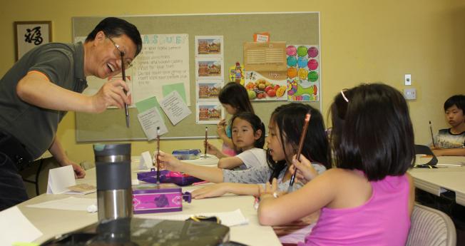 富樂頓中文學校書法課。(富樂頓中文學校提供)