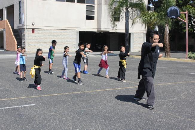 富樂頓中文學校暑期夏令營功夫課。(富樂頓中文學校提供)