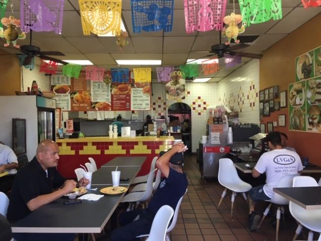 墨西哥餐廳Pacos Taco,周二深夜被兩名非裔歹徒破門闖入,但商家下班前已將錢櫃清空,歹徒未能有收穫。(記者楊青╱攝影)