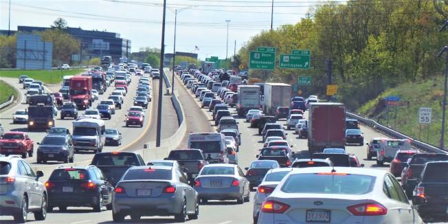 剛發布的「麻州擁堵報告」指出,麻州交通狀況已經達到「 臨界點」。(記者唐嘉麗/波士頓報導)
