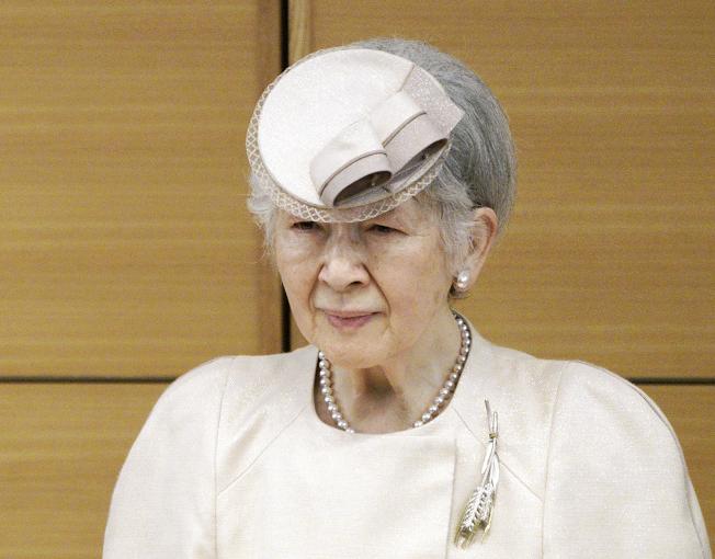 85歲的上皇后美智子持續感到身體不適,除了體重下降,還曾出現嘔吐帶血的情況,但在投藥後已無嘔吐症狀,研判可能跟精神壓力有關。美聯社