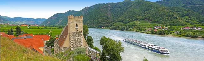 欣賞多瑙河瓦豪河谷河流兩岸美景。