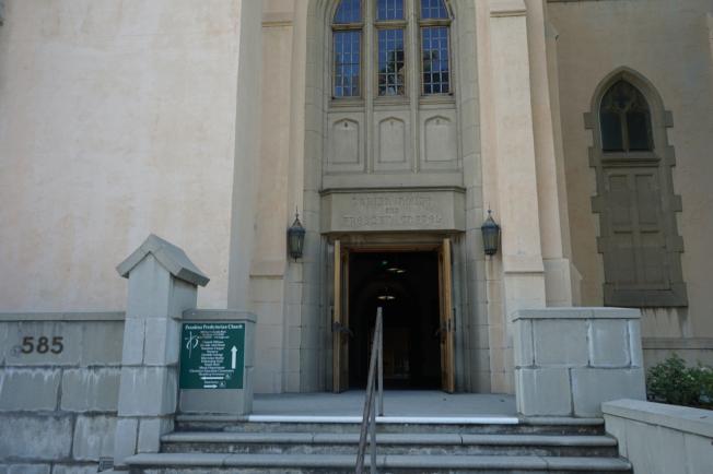 9日下午教堂大門敞開,但未見工作人員。(記者陳開/攝影)