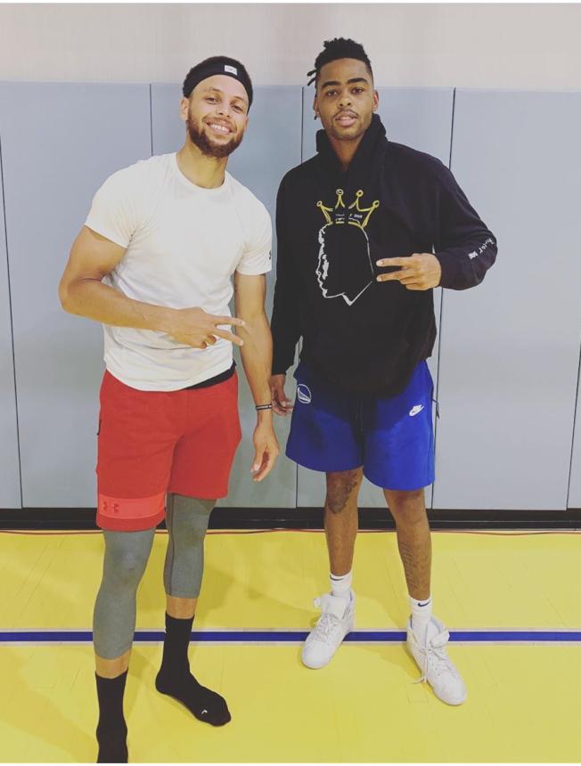 柯瑞(左)與羅素(右)已經開始一起練球。(取材自Instagram)