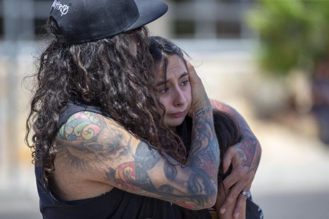 德州艾爾巴索居民對發生濫射案,死傷如此多人,都哀傷的難以置信。(美聯社)