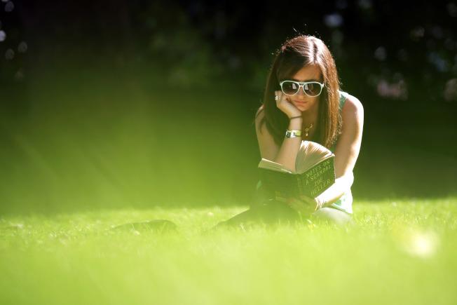 曬太陽也會引發梅茲曼的嚴重過敏反應。(Getty Images)