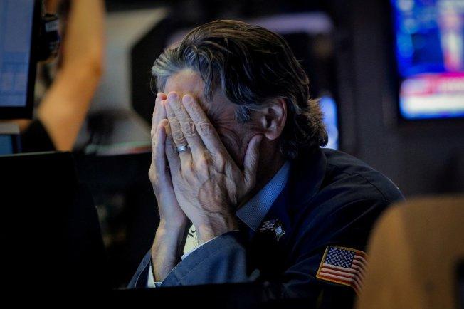 美中貿易爭端及人民幣破7,拖累美股上周收黑。 路透