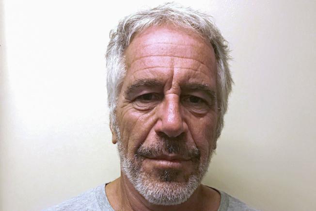 涉嫌仲介賣淫的艾普斯坦10日在獄中上吊身亡。(路透)