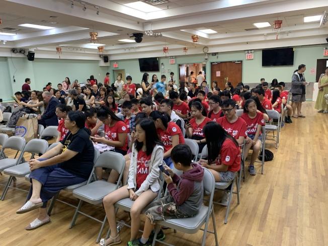 紐約市居民聯盟10日在法拉盛舉辦「暑期學習夏令營」結業典禮。(記者賴蕙榆/攝影)