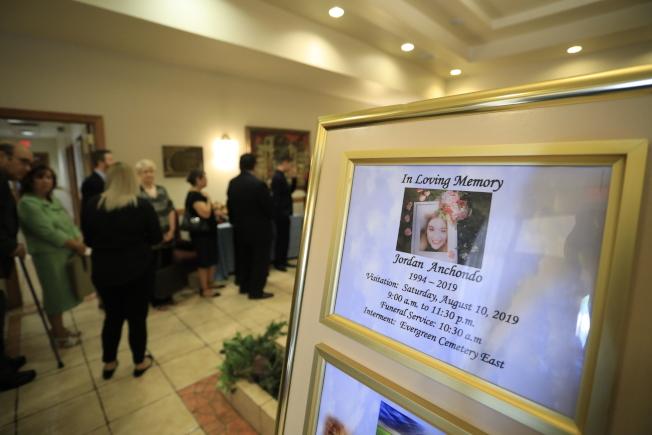 保護幼兒和丈夫同時喪命的喬丹.安東多,10日舉葬。(美聯社)
