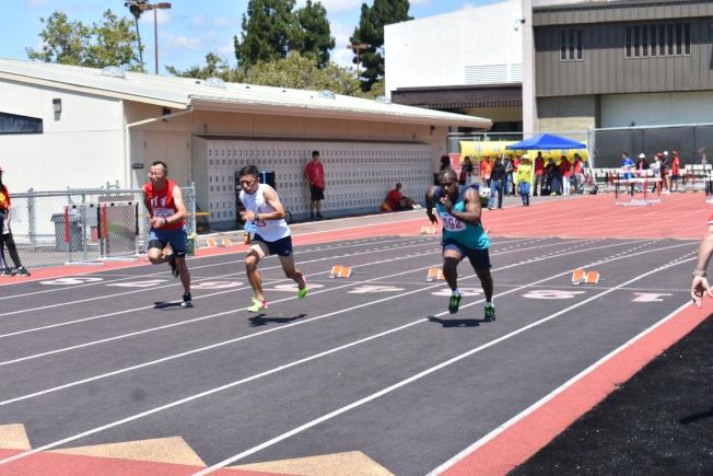 田徑比賽吸引了不同年齡段和族裔的人士參加。(記者黃少華/攝影)