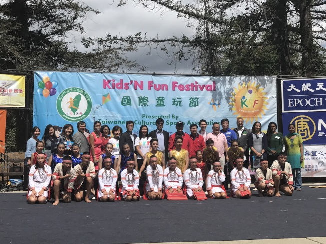 國際童玩節10日上午10時於庫比蒂諾紀念公園熱鬧展開,吸引許多民眾參加。(記者林亞歆╱攝影)