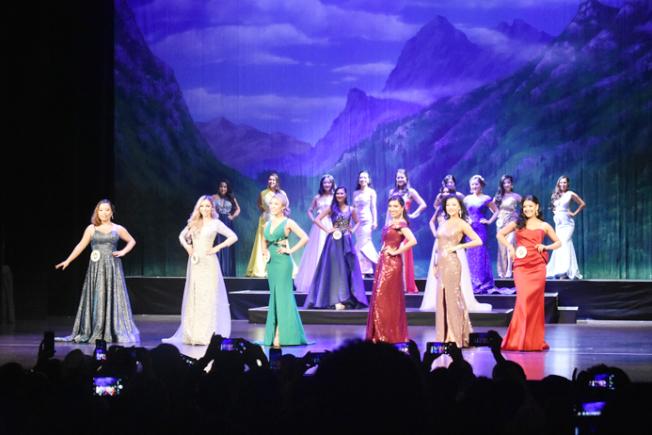 晚禮服環節讓現場觀眾感受到佳麗們內在美與外在美的結合。(記者黃少華/攝影)