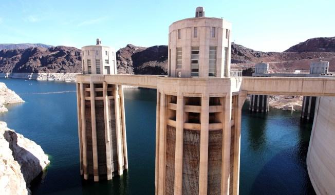 水流入水塔以發電。(圖皆由作者提供)
