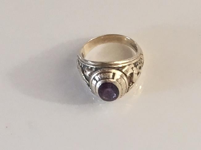 作者珍藏的戒指。