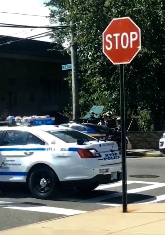 警方在大学点逮捕嫌犯。(读者提供)