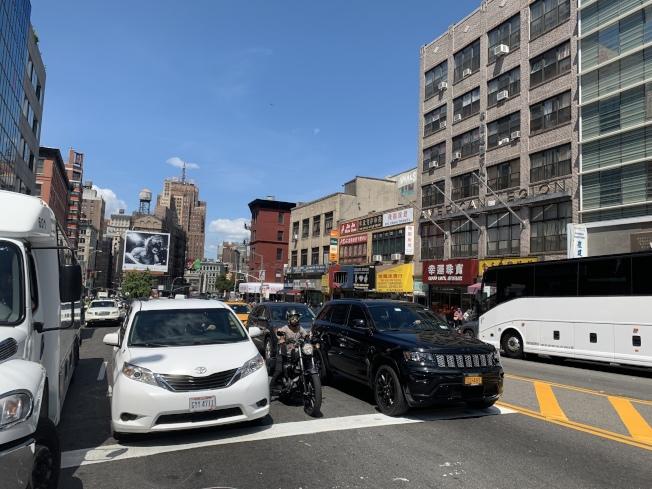 堅尼路是曼哈頓下城最為擁堵的路段之一。(記者和釗宇/攝影)