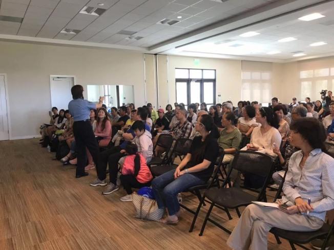 爾灣中文地震講座吸引華裔居民。(受訪者提供)