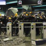 警民衝突升級 香港再現混亂 易燃物vs.催淚彈 緊張對峙