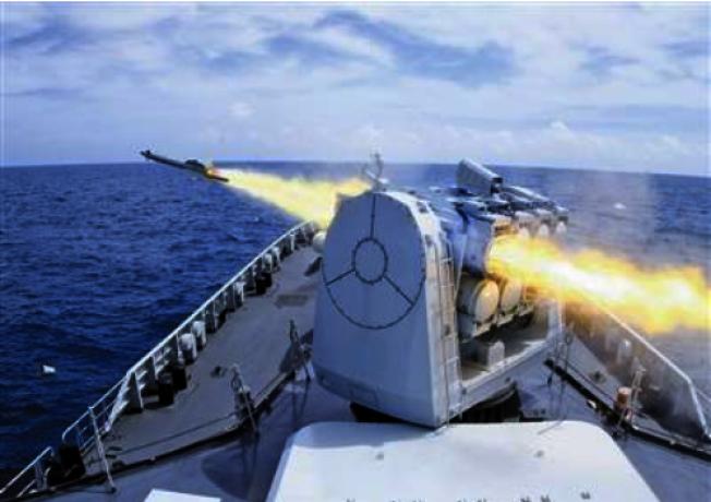 中共海軍東海艦隊「馬鞍山艦」2016年8月組織實彈射擊演練,檢驗武器裝備作戰效能。(新華社)