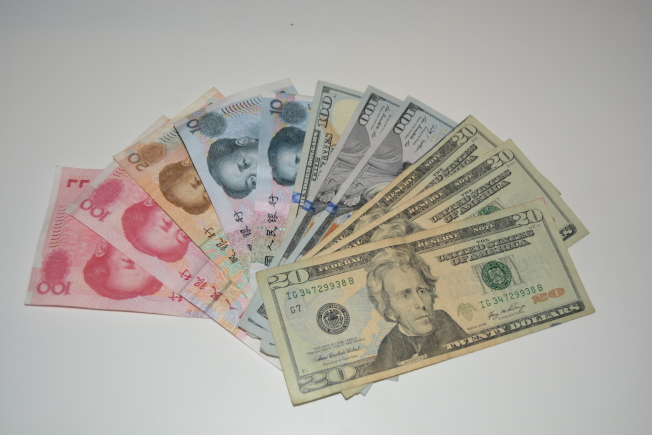 華人Taylor 說,很多騙子瞄準華人希望用人民幣換美金的需求行騙,手段複雜且高明,一定要保持警惕。(記者劉先進/攝影)