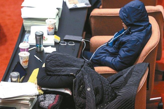 季節交替時,許多人會感到四肢無力,昏昏欲睡,做什麼都提不起精神來。 (本報資料照片)