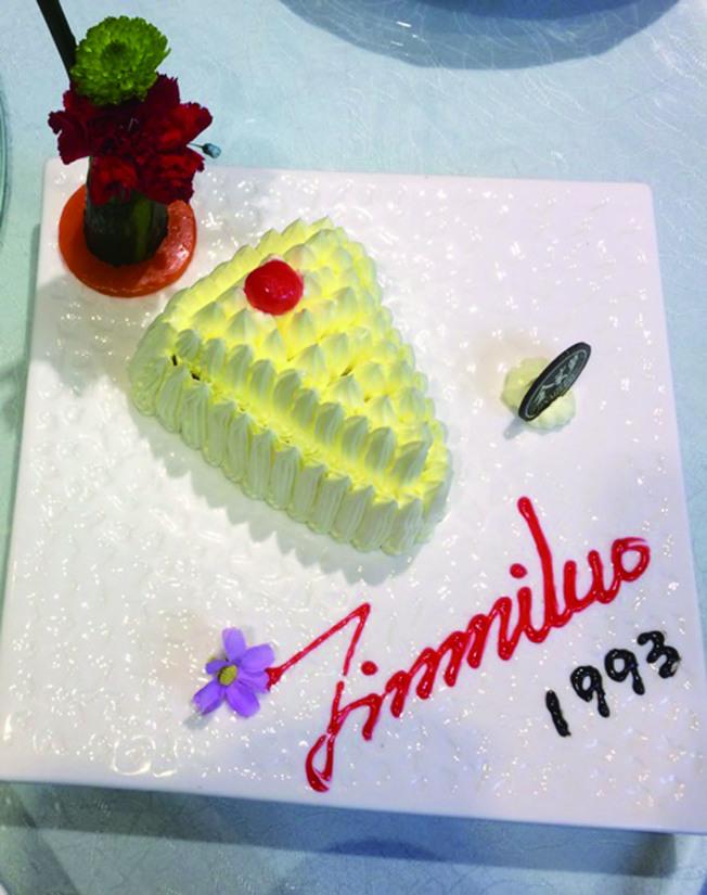 知名的中餐館也賣馬鈴薯沙拉,外形做成像蛋糕一樣。(達文.圖片提供)